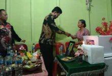 Photo of Wabup Nias Barat Melayat Rumah  Duka  Atas Meninggalnya Bapak A. Khari Gulo Di Desa Lawelu.
